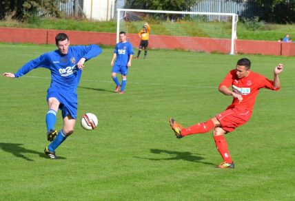Lewis Hydes send the ball forward from the left wing for the Bulldogs.