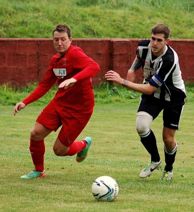 Wearn in action as he attempts to run past a Pontardawe player at Ynys Park.