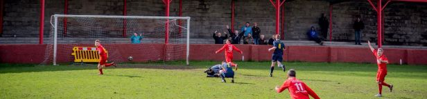 Shane Davies scores